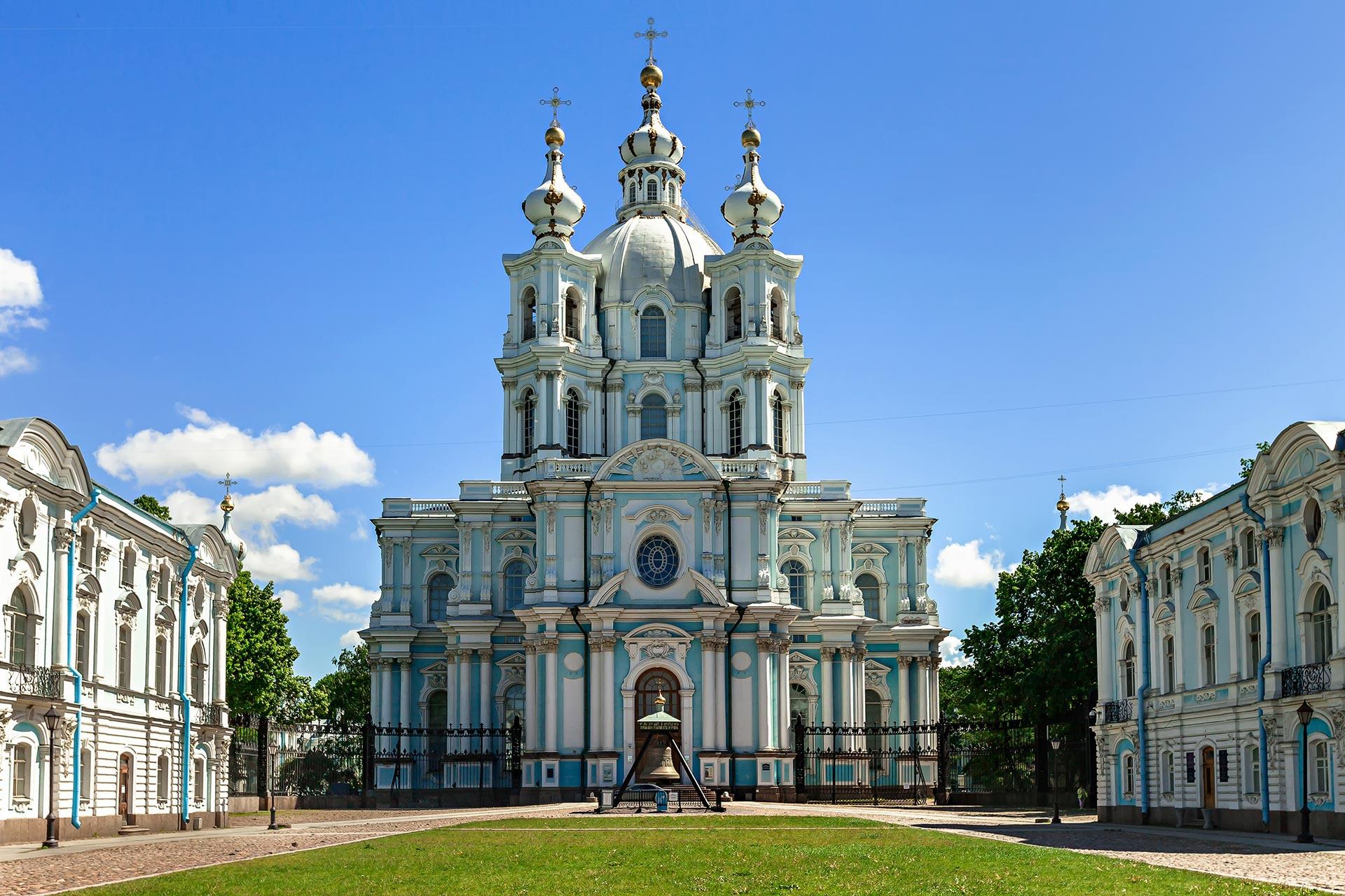 19763323692015-06-08-01-smolnyy-sobor Санкт-Петербург – Северная столица России